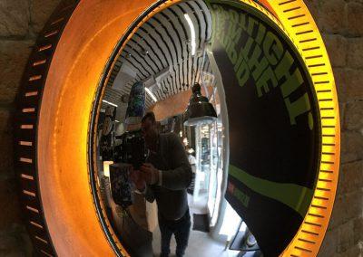 Lámpara de pared con espejo de ojo de pez y contorno iluminado