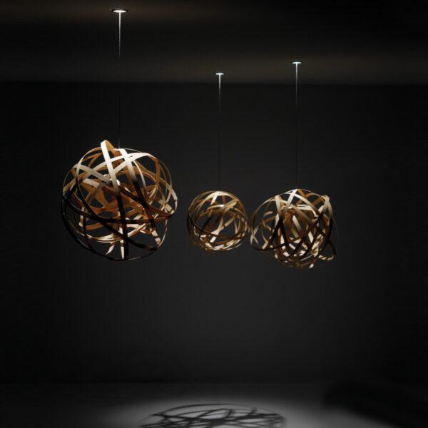 Iluminación de techo colgante de materiales naturales formando un enredo