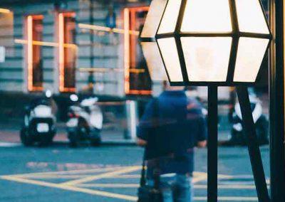 Lámpara de diseño personalizada con forma de cubo hexagonal de cristal y metal