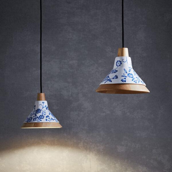 Lámparas de techo colgantes de diseño de madera tallada a mano y de cerámica con dibujos azules pintados a mano