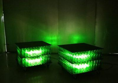 Iluminación de botellas de cristal verdes de dos pisos con forma cuadrada