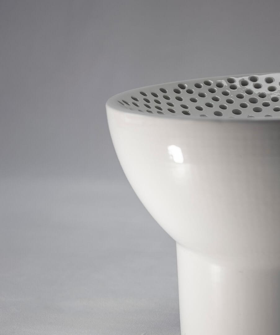 detalle de lámpara de cerámica blanca